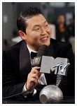 싸이, <강남스타일>의 뮤직비디오 유투브 조회수 28억 뷰를 기록하다.