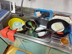 여기서 설거지를 더 밀리면 왕창 쌓이게 될거같은 느낌적인 느낌