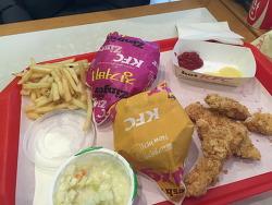 KFC 봄드림팩 10000원...괜찮은 구성인것같아요^^