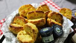 고소한 맛의 향연! 투박한 멋이 있는 옥수수빵 만들기 [동영상 레시피]