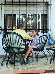 스페인 할머니, 할아버지가 아이들을 유혹하는 방법
