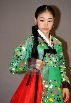 김연아의 역사적 두 한복!