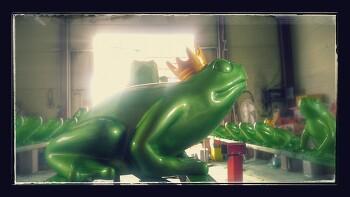 백화점 개구리 조형물