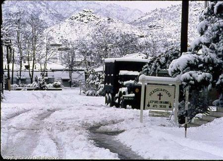 1968년 겨울 안양 석수동 미군부대 정문앞 풍경