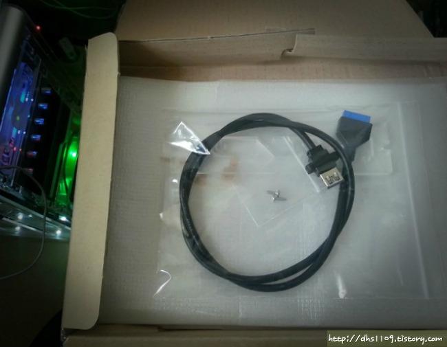 투렉스 아크릴 케이스 E5 USB3.0 업글킷(?) 수령기&장착샷