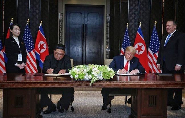 """합의문 서명한 트럼프 """"김정은 백악관 초청하.."""