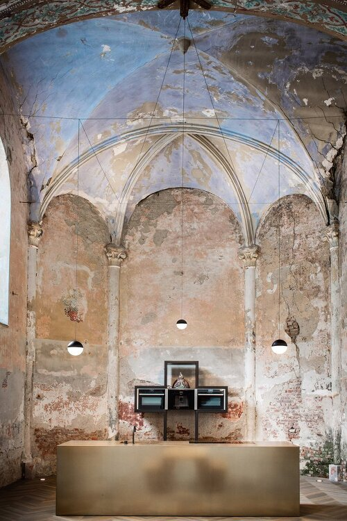 *벨기에 예배당 개조- [Klaarchitectuur inserts new architecture studio inside dilapidated Belgian chapel]