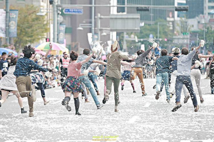 2017 서울거리예술축제 끝장대로 움직이는대로 시민퍼레이드 광화문 세종대로