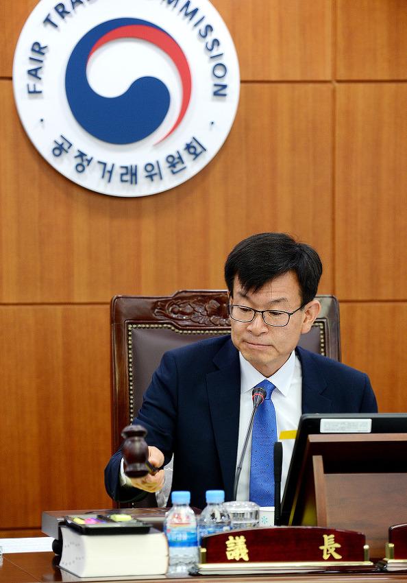 김상조 공정위원장, 첫 전원회의 주재