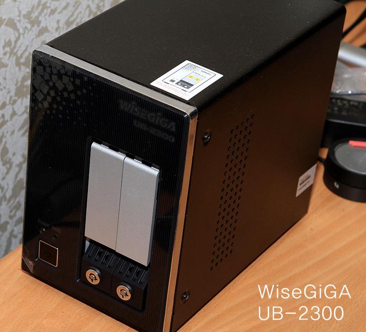 와이즈기가, UB-2300, 사용기, NAS 추천, NAS, 나스, 버팔로, nas, IT, 제품, 리뷰, 와이즈기가 UB-2300, 와이즈기가 UB-2300을 계속 사용해 보았습니다. 조금 사용해보고 판단이 안서는 부분도 있어서 계속 로드를 걸어보고 켜놓고 써봤는데요. 성능 부분에서는 상당히 만족스러웠습니다. 아무래도 가격이 조금 있기 때문에 SOHO용 이상으로 주로 쓰일 듯 한데요. 와이즈기가 UB-2300 사용시 조용한 방에서 사용시에는 분명 좀 소음이 있었습니다. 물론 터미널로 접속해서 BIOS 셋업에서 팬속도 제어가 가능하긴 하지만 , 최저로 줄여도 소음은 좀 있네요. NAS 추천 제품으로 이 제품을 소개한 이유라면 팬 속도 부분은 물론 좀 아는 분들은 팬개조를 할 수 있을 테고, 속도 부분에서는 큰 무리가 없어서 입니다. 제 경우에 이 제품 이외에 NAS 를 하나 더 쓰고 있는데요. 10만원대의 저렴한 NAS 인데요. 전송속도가 많이 나와야 20MB/sec 조금 아래로 나오는데요. 와이즈기가 UB-2300 경우에는 70MB/sec 이상 계속 나오고 순간적으로는 120MB/sec 도 나오네요. 성능이 좀 빠른 NAS 를 원하는 분들은 유심히 봐주세요. 이번 편에서는 간단 연결 및 성능에 대해서 알아보는 시간 입니다.