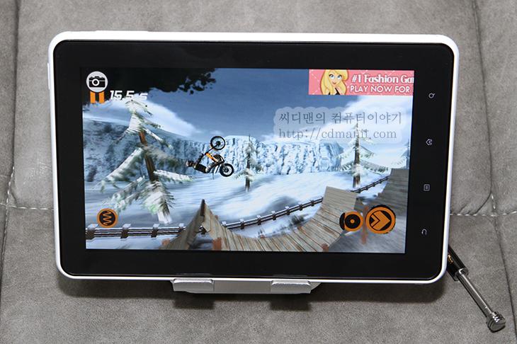 Cowon, It, Q7, Review, 개봉기, 공부, 디자인편, 뜯어먹는, 뜯어먹는 영단어, 리뷰, 배우기, 사용기, 사전, 스마트딕, 어학공부, 영어, 전자사전, 코원, 코원 Q7, 코원 Q7 Plenue 16GB, 학습, 후기코원 Q7 마켓 설치 안드로이드 태블릿 활용  안드로이드 태블릿은 마켓을 통해서 확장을 할 수 있다는점이 상당히 좋습니다. 지도가 필요하면 지도를 설치하면되고 게임이 필요하면 게임을 설치하면 되니까요. 코원 Q7 마켓 설치 방법은 예전에 코원 Z2의 마켓 설치방법고 동일 합니다. 파일도 같은것으로 설치가 가능하구요. 방법을 알고 있어서 인지 정말 금방 마켓을 설치했네요. 다만 기존에 바로 마켓을 넣어주면 좋겠다는 생각이 드는데 이런 부분은 아쉽긴 하네요. 물론 어떤 이유때문에 빠져 있는 것 이긴 합니다.  코원 Z2 마켓 사용하기 어학 구간반복 및 동영상 웹서핑 속도  위 링크의 내용을 이용하면 마켓 설치가 가능 합니다. 어렵진 않으니 겁먹진 마시구요. 사실 마켓설치는 필수라고 생각이 드네요. 안드로이드를 사용하면서 자신이 원하는 앱을 설치하지 못한다는것은 참 아까운 일 이니까요.