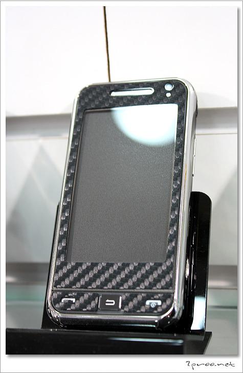 패션 보호필름 부착 핸드폰