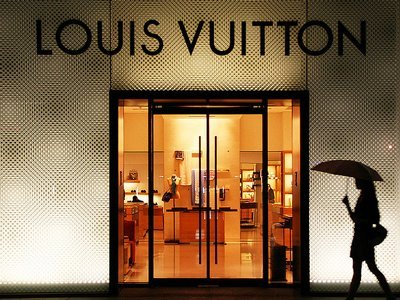 louis vuitton pricing strategy Abstract: by systematically breaking down the strategy of the single louis vuitton  luxury brand into the four ps (product, price, place, and promotion), our aim in.