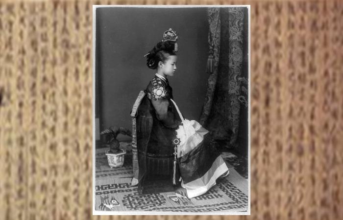 사진: 위키백과에 실려진 조선시대 기생이라고 소개된 사진. 작자 미상이라 사진의 진위 여부는 알 수 없지만, 조선시대에는 15세 전후의 소녀들이 기생의 길로 들어섰었다. [학자와 기생의 플라토닉 러브]