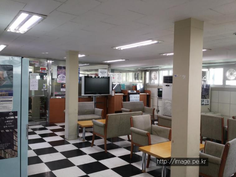 외대 중앙도서관 6층 휴게실