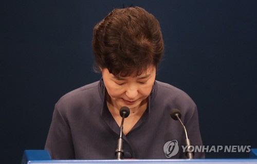 """""""박근혜 대통령, 미스터리 여성과의 관련성 인정하며 사과"""" 외신들 보도"""