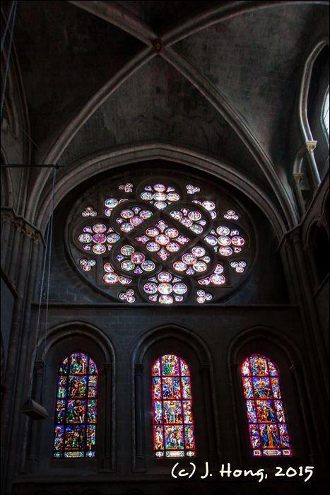 13세기의 장미문양 스테인드글라스