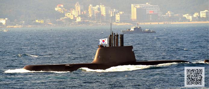 해양기동 사열중인 214급 디젤 잠수함  ⓒMediaPaPaer.KR 오세진 사진기자