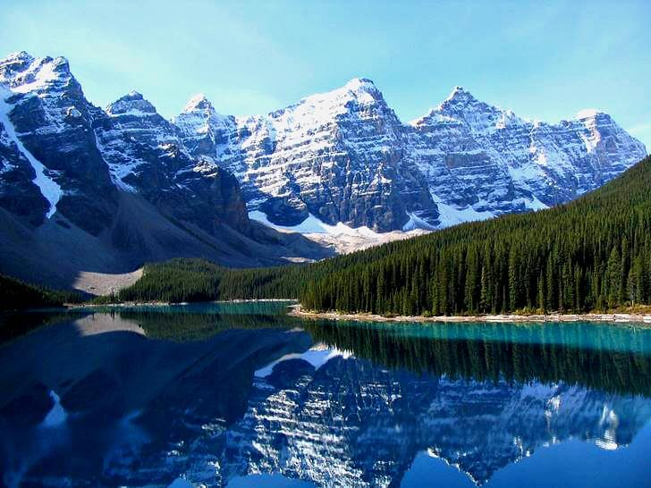 캐나다 대표 여행지 로키 산맥입니다