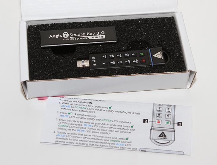 타세프 USB 3.0, 보안 USB 메모리, 128GB 후기,IT,IT 제품리뷰,타입세이프,보안,비밀,안전한,안전한 USB,USB 저장장치,타세프 USB 3.0 보안 USB 메모리 128GB 후기를 올려봅니다. 미션 임파서블 같은 곳에서 나올만한 USB 메모리 인데요. 주인이 아니라면 누구도 사용하지 못하고 데이터를 쓰지 못하는 그런 저장장치 입니다. 보안이 강력하게 요구되는 곳에서 사용이 될 수 있는 것이죠. 타세프 USB 3.0은 숫자키패드가 장치에 붙어있어서 비밀번호를 입력하고 잠금을 해제해야만 사용할수 있습니다. 그런데 이런 비슷한 제품을 소개해드린적이 있었죠. 그런데 이 제품은 조금 더 진화를 했습니다. IP58 등급의 방진 방습을 지원하며 AES 256-bit 암호화, 게다가 소프트웨어나 드라이버 설치 필요없이 그냥 꽂으면 사용이 가능 합니다. 타세프 USB 3.0 은 잠금을 해제한 상태에서만 사용이 가능하며 장시간 사용하지 않으면 자동으로 락이 걸리는 상당히 똑똑한 USB 메모리 입니다. 아주 중요한 문서파일이나 공인인증서 등을 보관할 때 상당히 유용합니다.