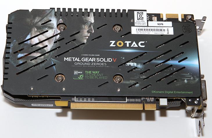 Zotac GTX960 AMP Edition 리뷰, Zotac GTX960 AMP Edition 벤치마크,조텍,조탁,Zotac,IT,IT 제품리뷰,그래픽카드,GTX960, GTX 960,AMP Edition,조텍 그래픽카드,조텍 그래픽카드 추천, 벤치마크,IT,히트파이프,팬소Zotac GTX960 AMP Edition 소음,Zotac GTX960 AMP Edition 성능,Zotac GTX960 AMP Edition 리뷰 벤치마크를 준비해봤습니다. 그래픽카드는 점점 빨라지고 있습니다. 그런데 거기에 그치지 않고 낮은 전력소모량 그리고 낮은 소음을 보여주고 있습니다. 이번에 보여드릴 그래픽카드도 그러한데요. 실제로  Zotac GTX960 AMP Edition 리뷰를 준비하면서 게임을 여러번해보고 동영상 재생이나 웹서핑등 다양한 부분에서 활용을 해 봤는데요. 상당히 낮은 소음 그리고 안정성에 감탄을 했습니다. 게임을 하는 동안 발열이 생기는것은 당연한 것 입니다. 근데 그 발열을 해소하기 위해서는 팬이 강하게 동작을 해야하는데요. 근데 게임을 헤드폰을 꼭 껴야만 쓸 수 있을정도로 소음이 심하면 불편함을 느끼게 됩니다. 최근 사용자들은 그래픽카드 소음도 꽤 민감하게 생각하니까요.게임을 하는 사용자가 사실 그래픽카드의 발열을 생각할 필요는 없습니다. Zotac GTX960 AMP Edition의 성능과 낮은 소음이 더 중요하게 느껴지겠죠. 이 그래픽카드는 동영상을 보거나 일반적인 작업 시에는 2-3W 정도의 아주 낮은 전력소모량을 보여주었습니다. 그리고 팬도 발열이 높지 않은 경우에는 멈춰있는 경우가 많아서 소음이 발생하지 않았습니다. 게임을 동작중에도 40dB 이하 수준의 비교적 낮은 소음을 보여주어서 실제 사용자들이 사용하면 훨씬 더 낮은 팬소음으로 게임도 즐길 수 있습니다. 성능도 AMP Edition이라는 이름에 걸맞게 좋은 성능을 보여주었습니다.
