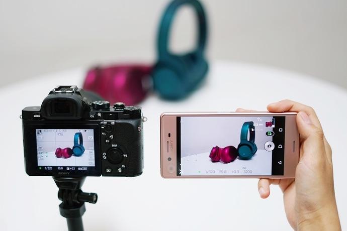스마트 리모컨 앱 실행 시 카메라 뷰파인더에서 보이는 화면을 스마트폰에서 동일하게 확인 가능하다.