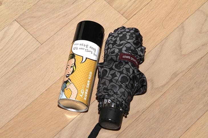 우산 방수 코팅, 텍스드라이 ,Texdry, 저렴하게, 직접, 하기,IT,IT 제품리뷰,유용한 생활 도구를 많이 써보게 되는데요. 꽤 유용한 제품이었습니다. 우산 방수 코팅 텍스드라이 Texdry로 저렴하게 직접 하는 방법을 알아볼건데요. 처음에 우산은 방수코팅이 되어있어서 비를 맞아도 한번 흔들면 물이 잘 떨어져 나갑니다. 그런데 시간이 지나면 약해지는네요. 우산 방수 코팅이 약해졌을 때 방수력을 또 늘려줄 수 있는 스프레이식 제품이 텍스드라이 Texdry 입니다.