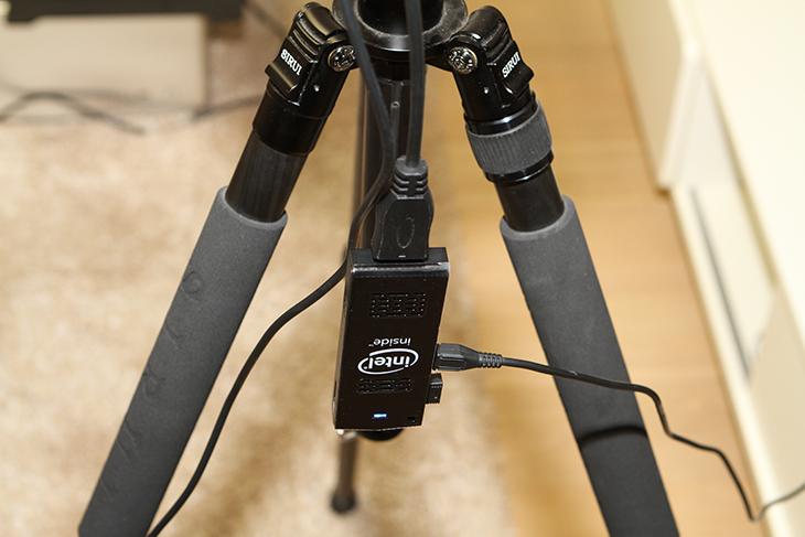 U+LTE빔, SPRO2+ ,인텔 컴퓨트 스틱, 연결로 컴퓨터처럼,IT,IT 제품리뷰,후기,사용기,U+LTE빔 SPRO2+ 인텔 컴퓨트 스틱 연결로 컴퓨터처럼 쓰는 방법을 소개하려고 합니다. 제 생각에는 회의실에서 이렇게 사용하면 참 좋을거라는 생각이 들었는데요. 이유는 크기를 무척 작게 만들 수 있고 비싼 노트북을 연결하지 않아도 되기 때문이죠. 게다가 U+LTE빔 SPRO2+는 배터리가 내장되어 있어서 전원없이 빔을 쏘아서 화면을 볼 수 있습니다. 인텔 컴퓨트 스틱도 배터리팩으로도 전원을 켤 수 있어서 전원이 전혀 없는곳에서도 사용이 가능하죠. 생각해보니 캠핑장에서 활용해도 무척 좋아보입니다. 빔을 설치할 때 무척 고민되는 부분이 설치를 어떻게 할 것인가 공간은 어느정도 사용할 것인지가 걱정일텐데요. 획기적으로 크기를 줄이는 방법에 대해서 지금부터 알아볼겁니다. 그리고 U+LTE빔 SPRO2+는 화면이 붙어있어서 더 편리한 빔 입니다. 실제로 사용해보니 너무 편리해서 완전 좋네요.