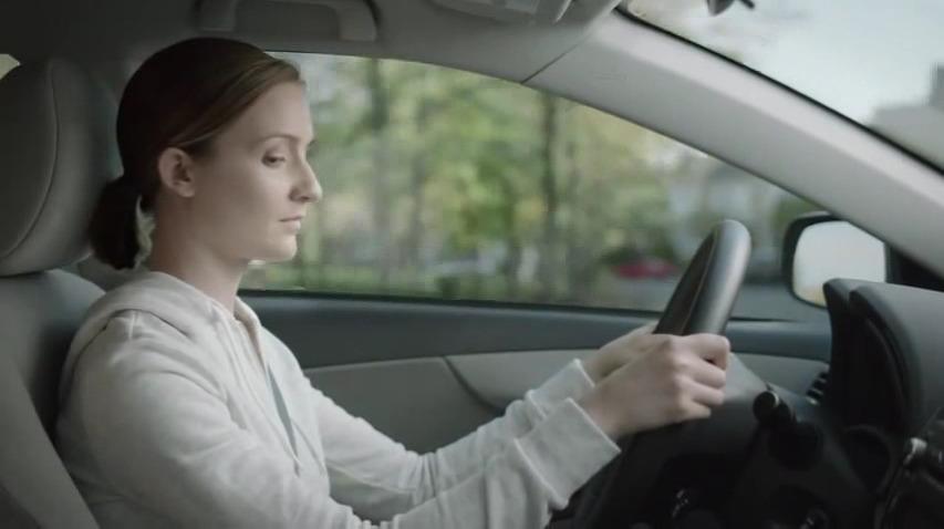 운전 중 문자메시지를 보내지마세요. 친구들을 좀 기다리게 하세요. - 퀘벡 자동차보험 공사(Quebec Automobile Insurance Corporation)의 음주운전 예방 캠페인 TV광고, '대답(남자/여자)'편 시리즈 [한글자막]