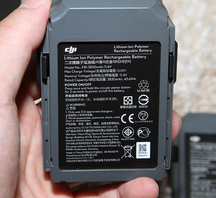 매빅 드론 배터리, 저렴하게 구매하기, 용량은 더 높아,IT,IT 제품리뷰,추가 배터리를 구매를 했는데요. 따로 구매를 해서 저렴하게 샀습니다. 매빅 드론 배터리 저렴하게 구매 하는 방법을 알려드릴께요. 추가로 구매한 제품이 배터리 용량은 더 높아서 좋네요. 매빅 드론 배터리는 무조건 더 구매해야 합니다. 최대 비행시간은 27분 이지만 실제로 바람이 불거나 하면 짧아지는데요. 그래서 보통은 20분 정도 생각을 합니다. 20분도 짧은 시간은 아니지만 실제로 날려보면 20분 금방 지나가죠. 그래고 추가로 추배가 꼭 필요합니다.