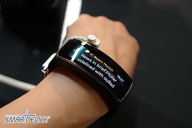 GEAR FIT, MWC2014, unpacked, 삼성, 삼성기어핏, 언팩2014, 웨어러블기기, 커브드디스플레이, 피트니스, 헬스밴드, 삼성전자, 갤럭시 기어, 삼성 기어2, 기어2, 기어 2, 기어 핏, 삼성 기어 핏, Gear 2, 스마트 시계