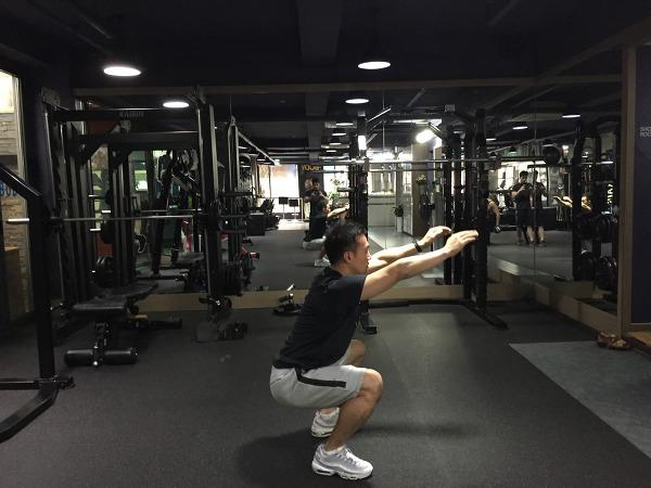 에어스쿼트(air squat) 측면자세