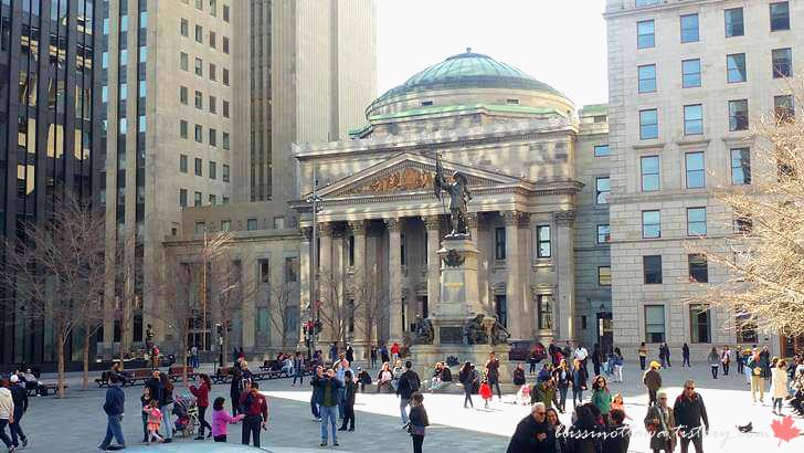 몬트리올 다름 광장입니다