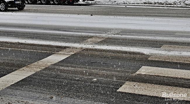 도로 위 아찔한 블랙아이스 피하는 법 - 불곰의 자동차 일기