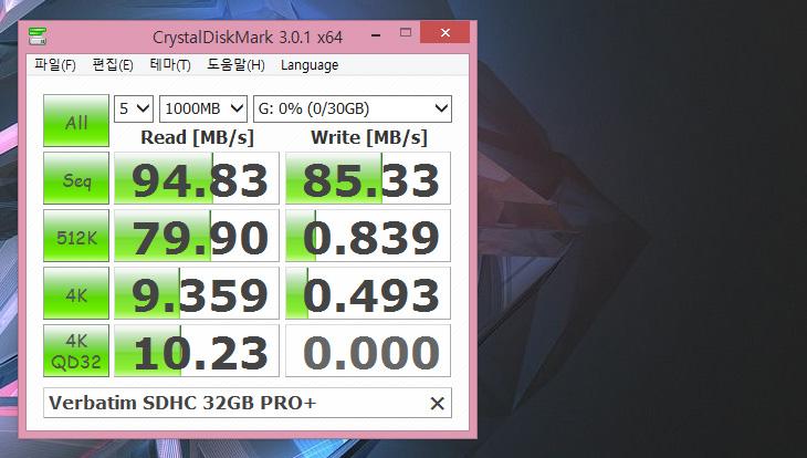 버바팀 ,SDHC ,32GB ,PRO  ,고속의, SD 메모리카드 후기,버바팀 PRO  ,후기,사용기,IT,IT 제품리뷰,Verbatim,버바팀 SDHC 32GB PRO  고속의 SD 메모리카드 후기를 올려봅니다. 점점 메모리카드도 속도가 많이 올라가고 있습니다. 이제는 USB 3.0 카드리더기도 많이 보급이 되었는데요. 가장 상위 스펙의 카드리더기로만 속도가 제어가 되는 아주 빠른 녀석이 나왔네요. 버바팀 SDHC 32GB PRO 와 버바팀 SDXC 128GB PRO  이 그런 제품인데요. 32GB부터 128GB의 제품이 있습니다. 이번에 소개할 제품은 32GB로 용량이 좀 작긴 한데요. 얼마나 빠른지 속도를 보여주는 용도로 보여드리도록 하겠습니다. 4K 캠코더 녹화용으로 사용될 수 있는 메모리 입니다. 개인적으로는 128GB를 권하고 싶습니다. 4K로 녹화를 하면 속도뿐만 아니라 용량도 무척 많이 필요하게 되는데요. 4K의 대여폭이 큰만큼 영상의 사이즈도 크기 때문입니다. 버바팀 SDHC 32GB PRO  외에 버바팀 SDXC 128GB PRO 버전도 있던데 속도는 스펙상 같게 나와있습니다. 용량이 보통 크면 속도는 떨어지는데 같게 나와있어서 저도 궁금하긴 합니다만 이번에는 32GB를 기준으로 설명하겠습니다.
