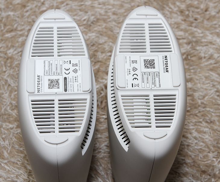 무선 공유기, 넷기어 오르비, Orbi ,기가와이파이 ,무선 커버리지, 확장,IT,IT 제품리뷰,트라이밴드 WiFi 기술을 이용 합니다. 집안 또는 사무실 공간 전체를 커버할 수 있는데요. 무선 공유기 넷기어 오르비 Orbi는 기가와이파이 무선 커버리지 확장을 위해서 사용할 수 있는 장치 입니다. 쌍으로 된 제품인데요. 무선 공유기 넷기어 오르비 Orbi는 라우터와 새틀라이트로 이뤄져 있으며 이 두개는 독립적인 5GHz 4x4 쿼드스트림 1.7Gbps 링크 사용으로 무선 성능을 극대화 할 수 있는 제품 입니다. 필요하다면 새틀라이트를 추가로 구성을 하여 무선 커버리지를 최대로 넓힐 수 있습니다.