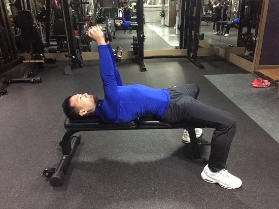 라잉 덤벨 트라이셉스 익스텐션(Lying dumbbell triceps extension)