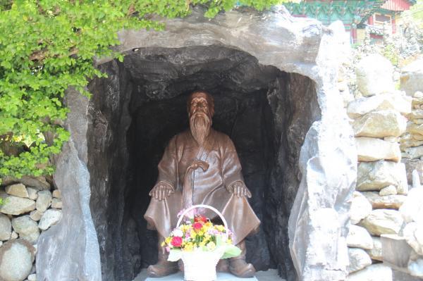 이갑용 처사 동상