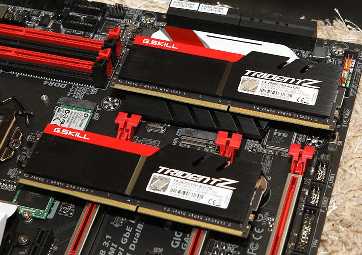 i7 6700K 오버클러킹, 기가바이트 G1 Gaming7, TRIDENT Z, 조합,DDR4,G.Skill,IT,IT 제품리뷰,오버클러킹,기가바이트,기가바이트 GA-Z170X-Gaming7 ,G.SKILL DDR4 8G PC4-22400 CL15 TRIDENT Z,i7-6700K,인텔,여러분께서 방법을 알려달라고 했었는데요. 이제서야 올리네요. 간단하게 i7 6700K 오버클러킹 해보도록 하겠습니다.  기가바이트 G1 Gaming7 TRIDENT Z 조합을 이용할 것인데요. 이미 사용하고 있는 시스템도 오버가 가능한 모델이라면 비슷한 방법으로 진행이 가능 합니다. 어렵지 않으니 한번 따라해보시는 것도 좋을듯 합니다. 오버클러킹은 CPU의 클럭에 대한 여유부분 즉 가이드밴드를 이용하는 기술 입니다. CPU는 성능이 점점 높아지면서 그만큼 더 여유가 있도록 출시가 되는데요. 물론 요즘 컴퓨터는 워낙 속도가 좋아서 오버클러킹에 대한 필요도가 좀 줄어들긴 했습니다. 하지만 오버클러킹을 하면 기존 시스템보다 더 빨라지게 됩니다. i7-6700K는 스카이레이크 CPU중 가장 상위 CPU 중 하나 입니다. i7 6700K 오버클러킹을 하면 그 빠른 CPU에서 보다 좀 더 빨라진 시스템을 쓸 수 있죠. 시스템에 무리가 가지 않는 정도로 오버가 가능 합니다.