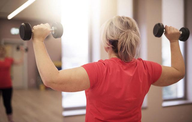관절염에좋은운동 덤벨 건강