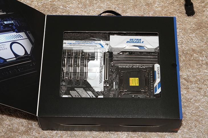 기가바이트 ,X99-Designare EX ,i7 6950X, 시스템 조립,IT,IT 제품리뷰,가장 좋은 사양의 시스템을 만들어서 써봤습니다. 가장 하이엔드 기종 중 하나인데요. 기가바이트 X99-Designare EX i7 6950X 시스템 조립을 해서 사용해보겠습니다. 그전에 이 프로세서를 이용해서 성능을 보여드렸는데요. 좀 더 고사양 조합으로 하니 성능이 더 나오네요. 제품의 특성이 좀 다른만큼 특징을 보여드리는 조립기를 보도록 하죠. 기가바이트 X99-Designare EX는 하이엔드 프로세서를 지원하는 고급 메인보드 입니다. i7 6950X는 10코어 20쓰레드의 고급 데스크탑 프로세서이죠.