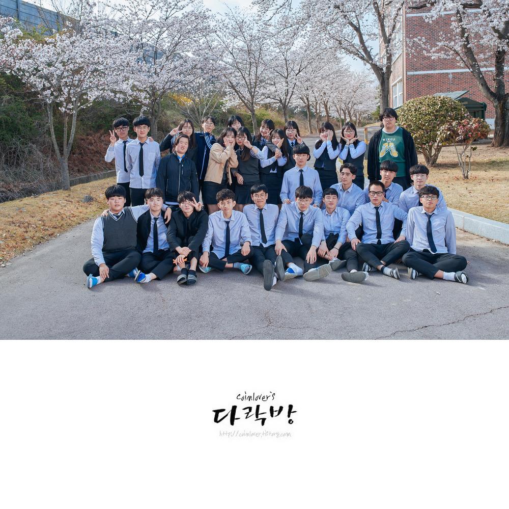벚꽃시즌 어게인 - 2018년 고성중앙고등학교 3-2반 벚꽃 단체 사진