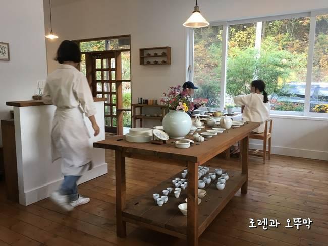 유어예 카페의 내부