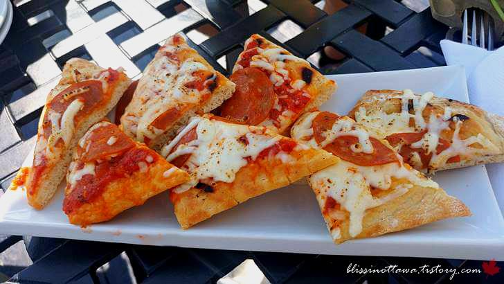 페퍼로니 피자입니다