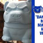Tenacious Toys 회사의 마스코트 'Danger Dog'