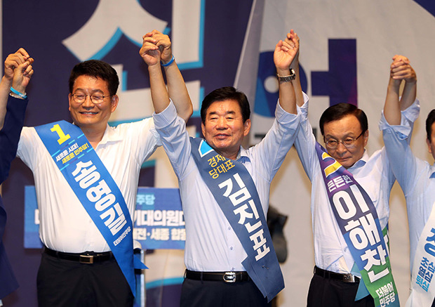 민주당 당대표 문빠의 표심은? 이해찬 반대, 김진표 지지