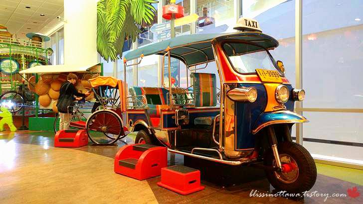 태국 교통수단 툭툭입니다