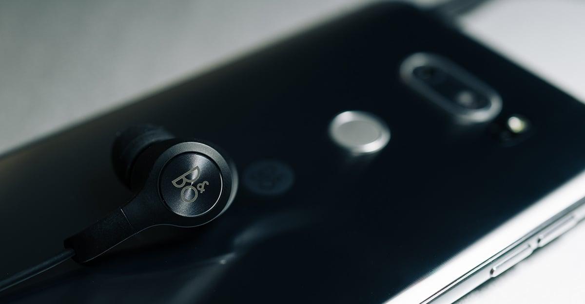 LG V30과 번들 이어폰