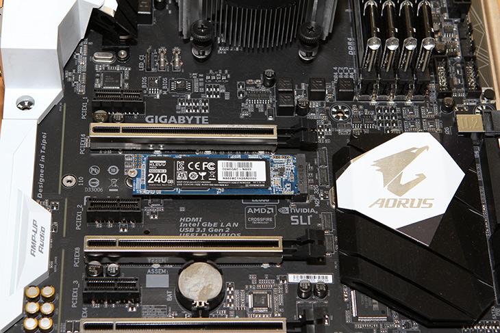 Klevv ,N600 ,M.2 SSD, 120 ,240GB ,사용기,IT,IT 제품리뷰,에센코어 클레브의 새로운 SSD 제품 소개 합니다. M.2 제품인데요. Klevv N600 M.2 SSD 120 240GB 사용을 각각 해 봤는데요. 용량이 다른 부분과 성능이 약간 차이가 나는 부분이 있습니다. Klevv N600 M.2 SSD는 가능하면 용량이 큰 제품을 저는 권하고 싶긴 하네요. 요즘 나오는 게임들은 대부분 용량이 크기 때문이죠. 근데 사용자마다 게임은 설치하지 않고 웹서핑만 하는 용도로 쓰는 분들도 있으니 용량을 자신이 쓰는 C드라이브의 총용량에 맞게 SSD를 선택하면 좋은 선택이 될 것 같습니다.
