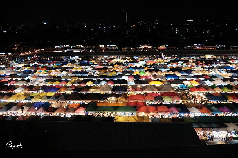 요즘 방콕에서 가장 핫한 딸랏롯파이 야시장
